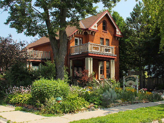 Turtle Island Bed & Breakfast Featured Image