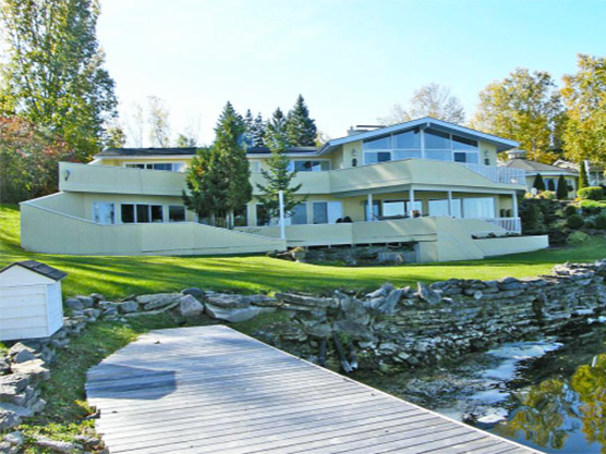 The Waterfront BnB at Harbour Hills Featured Image
