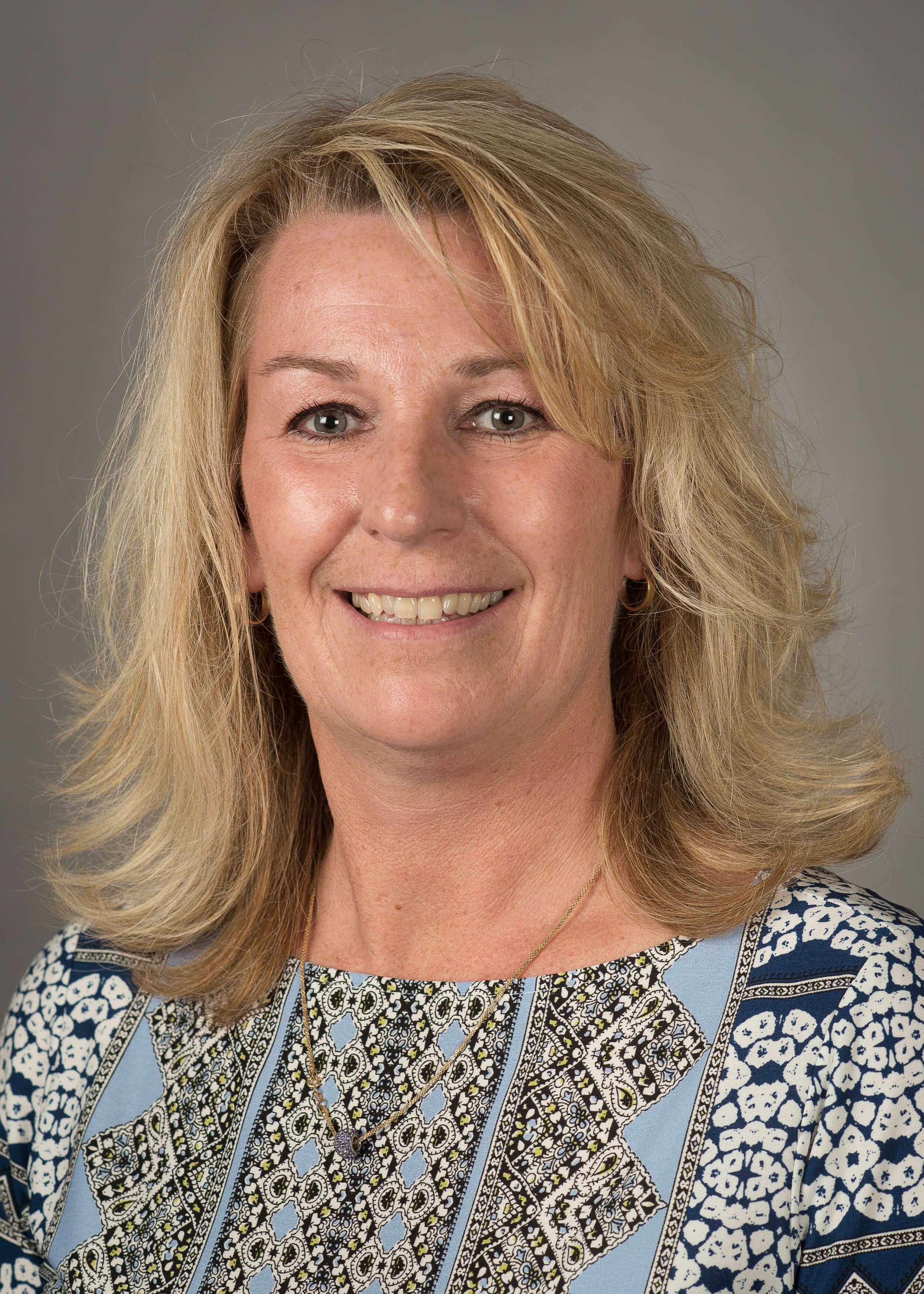 Pam Robertson (photo)