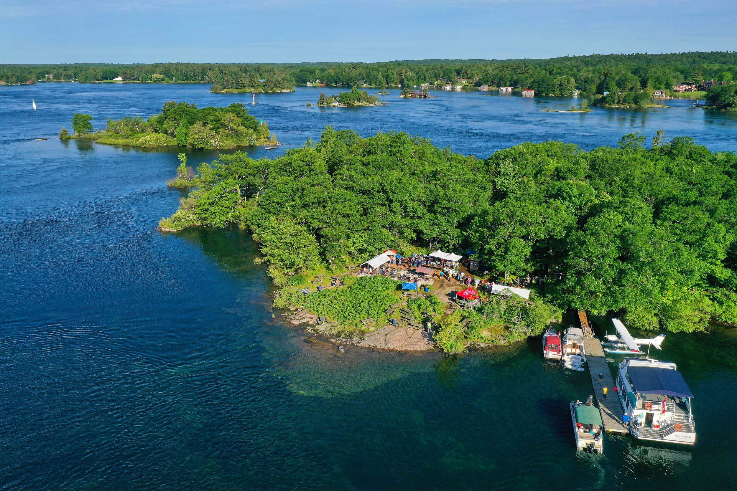 Aerial-Island-Breakfast-on-Refugee-Island,-Brockville-8